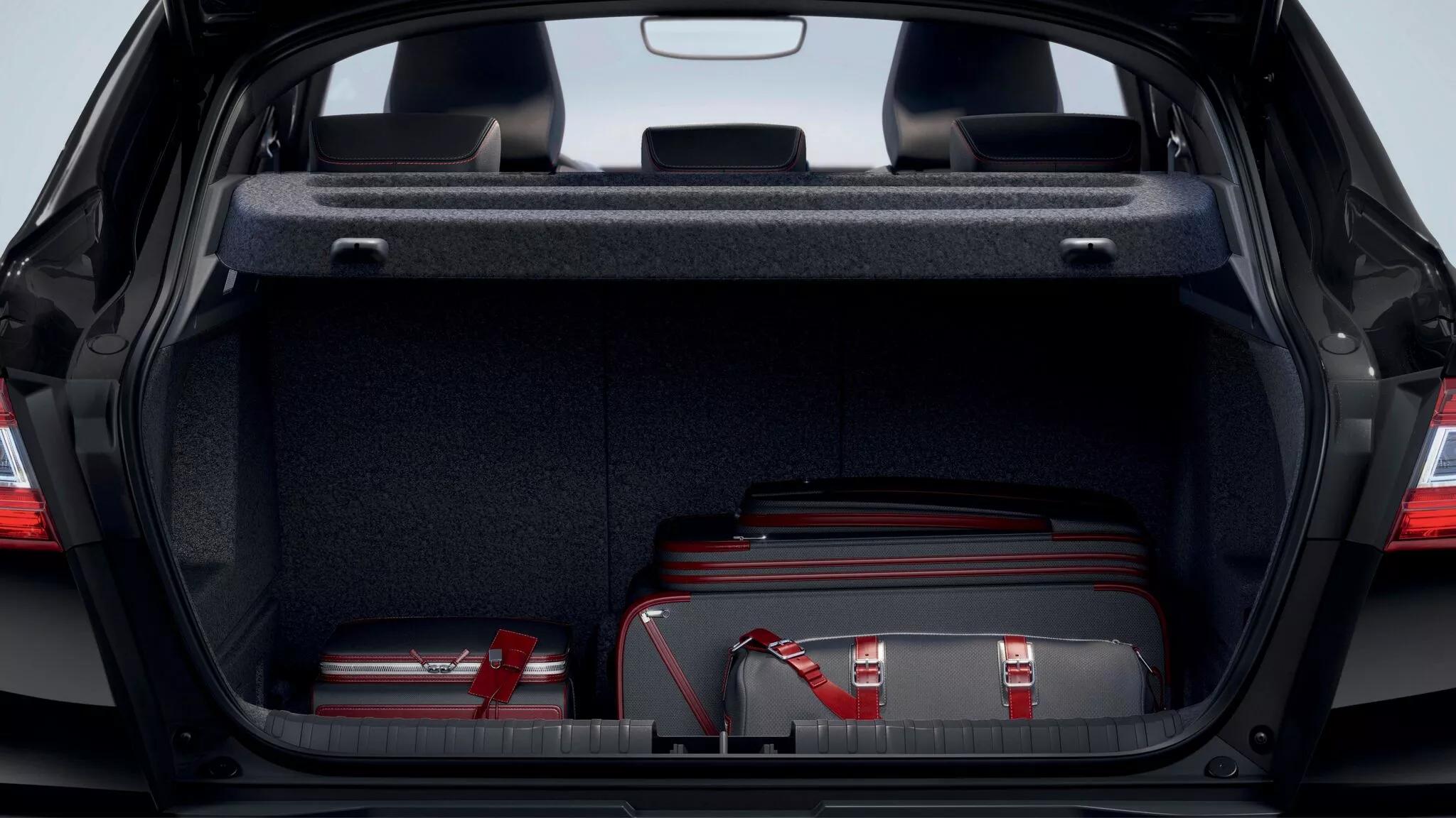 Обем на багажника 513 л при бензиновата версия