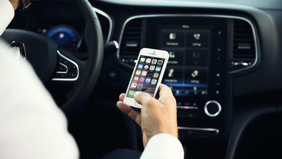 Свързване с Apple CarPlay или Android Auto